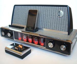 1958 Arvin Radio iPod dock with appealing retro look!