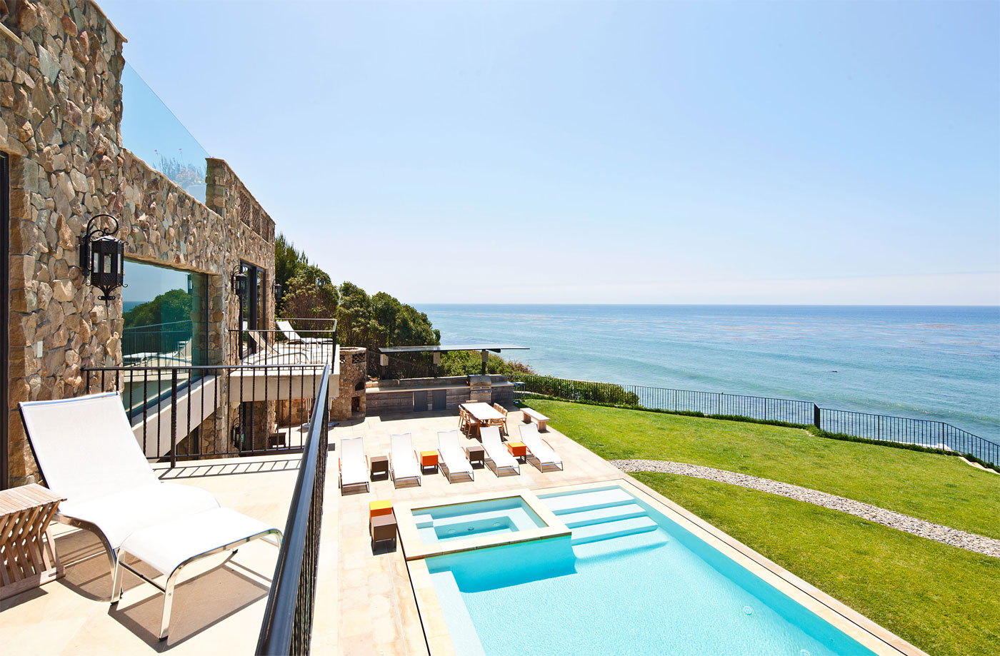 26 million house for sale on malibu beach for Beach mansions for sale