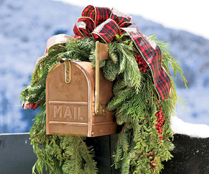 Decorate Your Mailbox for the Holidays