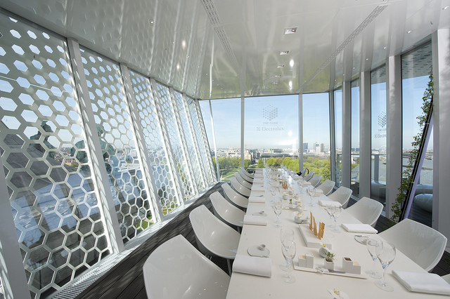 7000 euros for an exclusive dinner at the cube for Cuisine 7000 euros