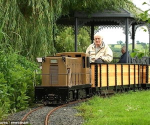 80-year-old man builds a private railway line for £22,000