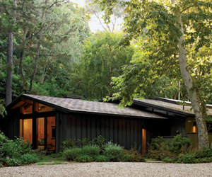 A 1952 Cliff May Ranch House restored by Marmol Radziner