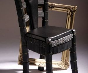 A chair recreated with 500 IKEA pencils