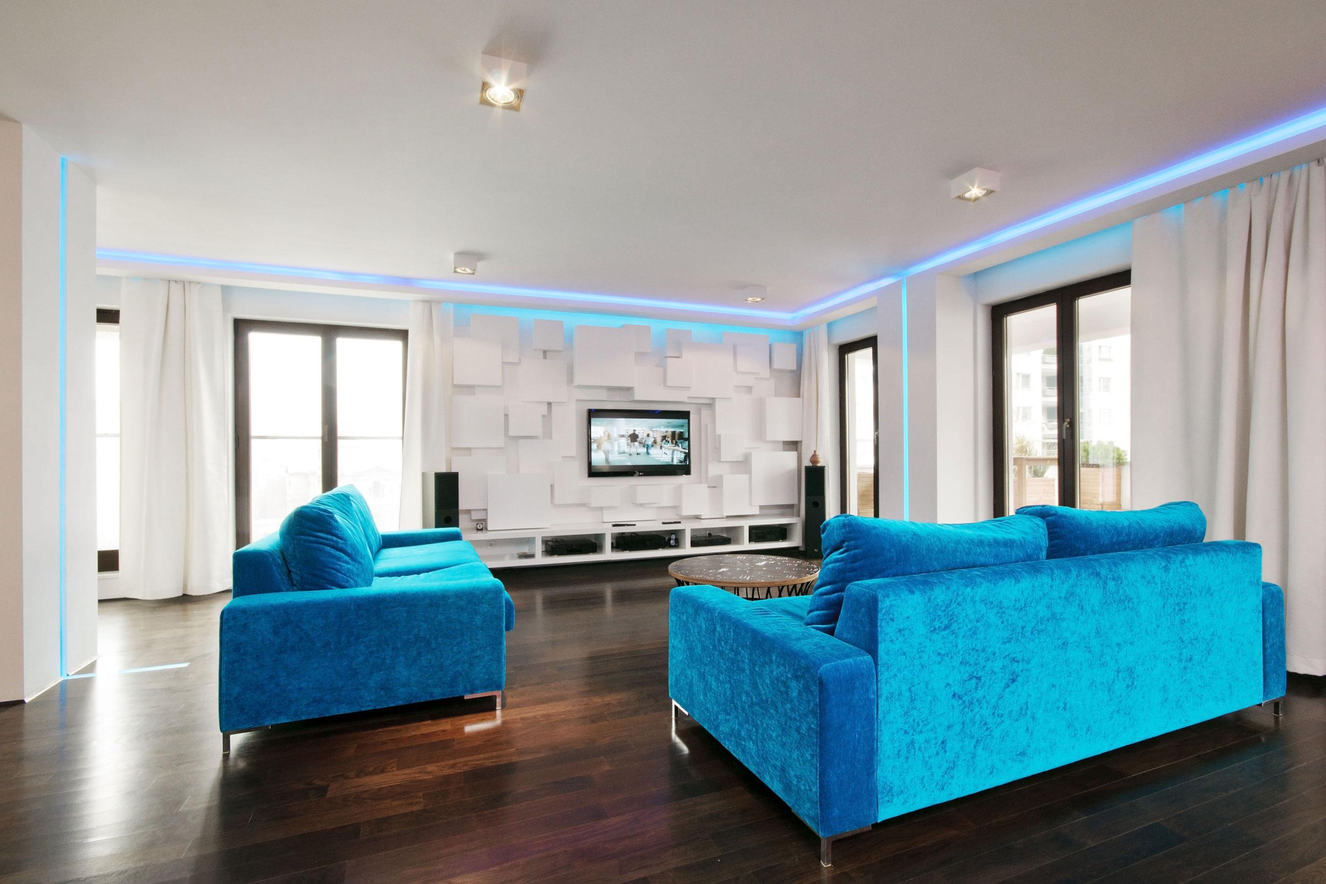 Интерьер комнаты с двумя диванами фото