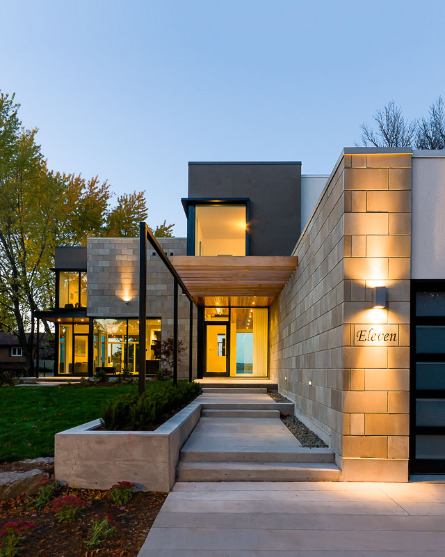 Amazing House In Beautiful Canadian Neighborhood