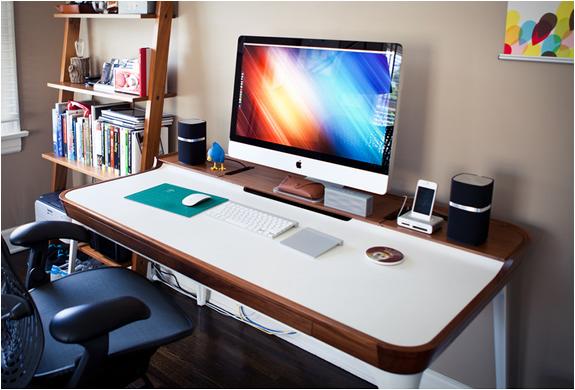 Aria Desk | By Herman Miller