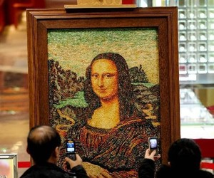 Artist Makes Mona Lisa From 100,000 Carats of Jewelry