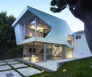 Alan-Voo House by Neil M Denari Architects