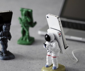 Astronaut Smart Phone Stand