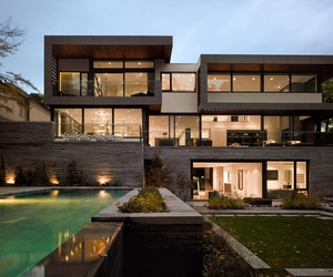 Awarded Contemporary Home With Beautiful Garden