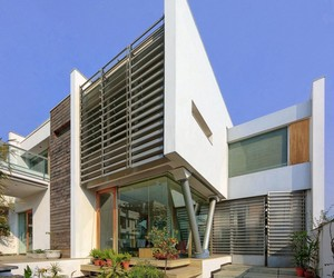 B-99 House by DADA and Partners