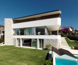 Balcony Over Bronte by Luigi Rosselli Architects