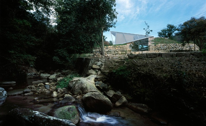 Base Valley House By Sambuichi Architects