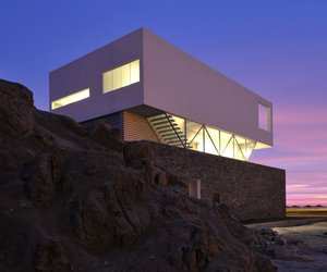 Beach House in Las Palmeras by Artadi Arquitectos