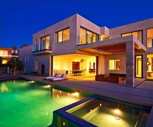 Beach house on the Malibu bluffs