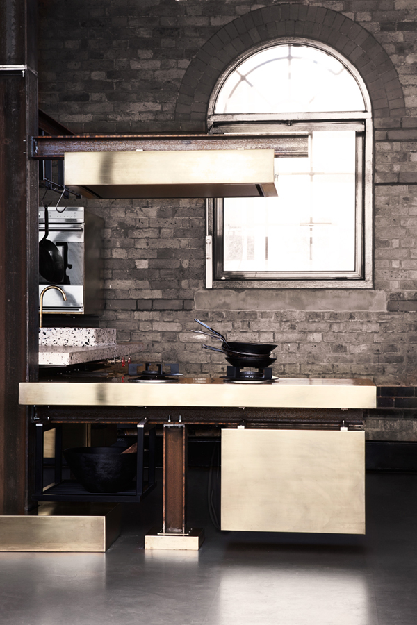 Beam kitchen by tom dixon for Salle de bain style atelier