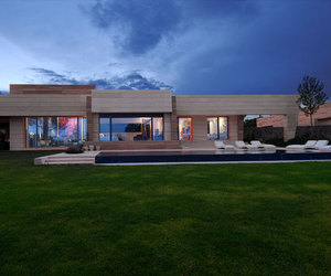 Beautiful House Design Combined with Natural Garden
