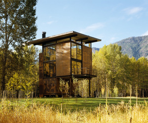 Beautiful retreat in the Mazama countryside