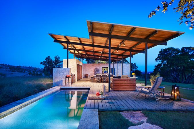 Beautiful story pool house by lake flato architects for 2 story house with pool