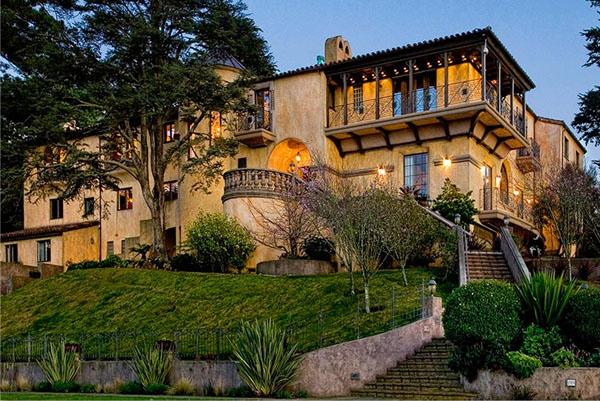 Beyond spectacular mediterranean villa for Mediterranean villa architecture