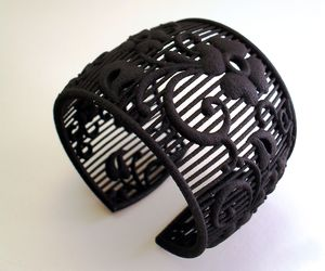BLACK WIDOW Armband
