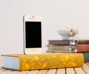 Booksi – Recycled Books iPhone Charger Dock