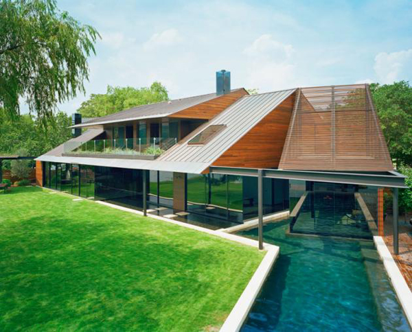 Modern Lake House Home Design