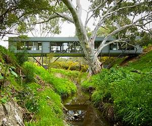 Bridge House by Max Pritchard Architect