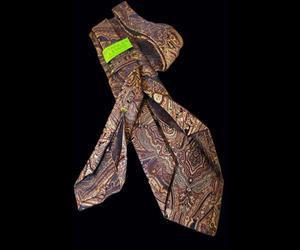 Cachet Gold Paisley Seven Fold Tie