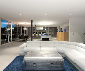 Calm and Cool Contemporary Residence in West Vancouver