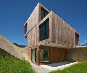 Cantilevered Home by Acha Zaballa Arquitectos
