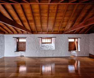 Casa Con Dos Caras by Alejandro Beautell
