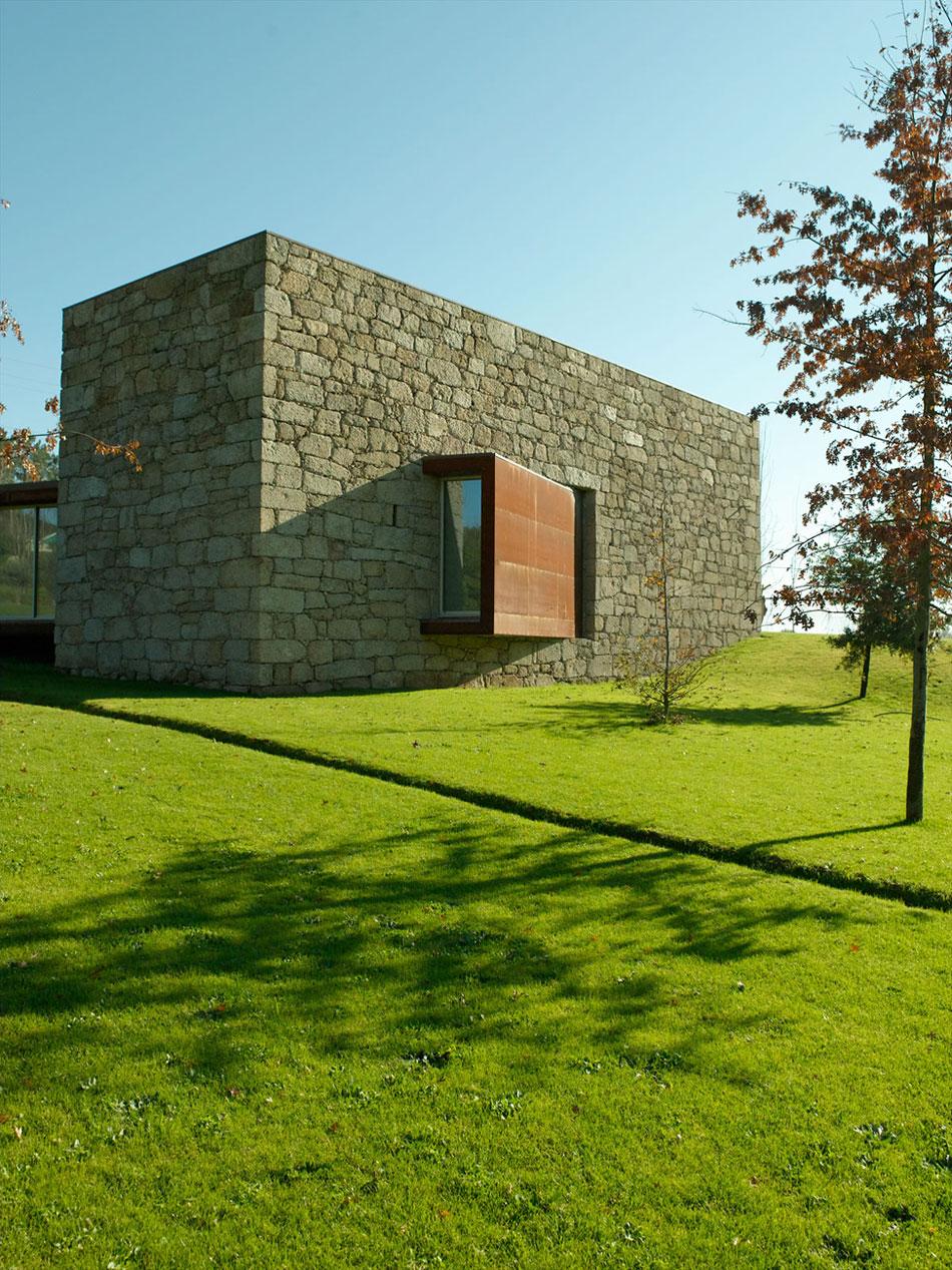 Casa em brito by topos atelier arquitectura - Atelier arquitectura ...