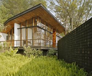 Casa en el Bosque by Parque Humano