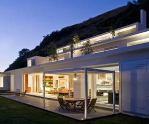 Casa en la Montaña by Agraz Arquitectos