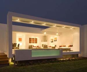 Casa Holguin by Arq José Orrego/Metropolis