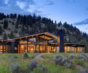 River Bank House: Casual Home in Montana