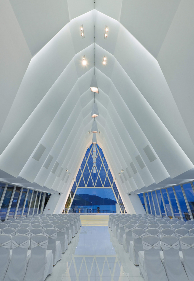Chapel In Hong Kong S Discovery Bay By Danny Cheng