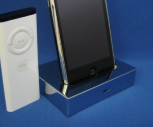 Chrome iPod Dock