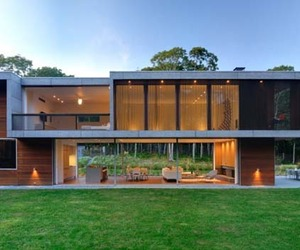 Contemporary family vacation home in Montauk