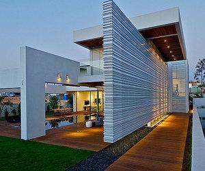 Contemporary House in Israel by Maya Rosenberg