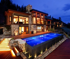 Contemporary Style Lake House In Kelowna, Canada