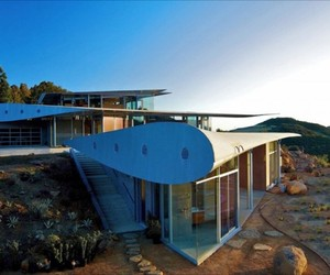 Contemporary Wing House by David Hertz Architects