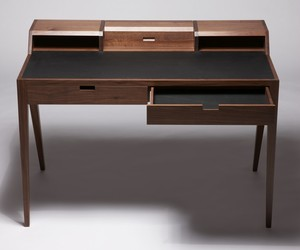 Dare Studio's Katakana Writing Desk