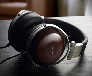 Denon AH-D7000 Headphones