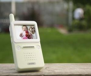 Digital Wireless Video Baby Monitor by Levana
