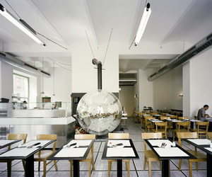 Disco Volante Pizzeria in Vienna by Lukas Galehr