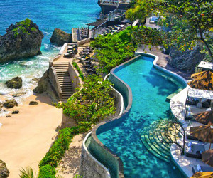 Dramatic Oceanfront Setting: Bali's AYANA Resort & Spa