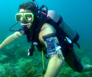 DryCASE Keeps Your Smart Safe UnderWater