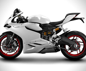 Ducati Unveils 899 Panigale